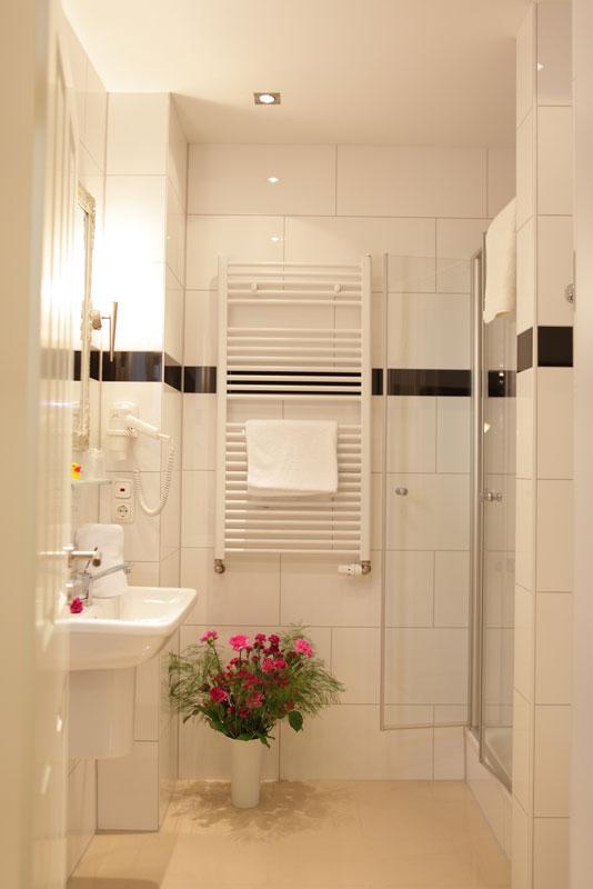 Dusche, WC in einem der Zimmer